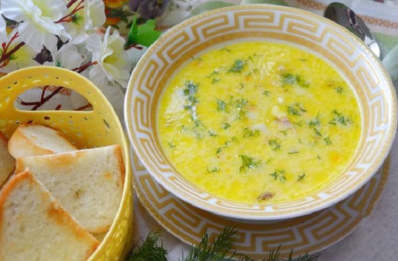 Ароматный суп с копченой курочкой и сыром