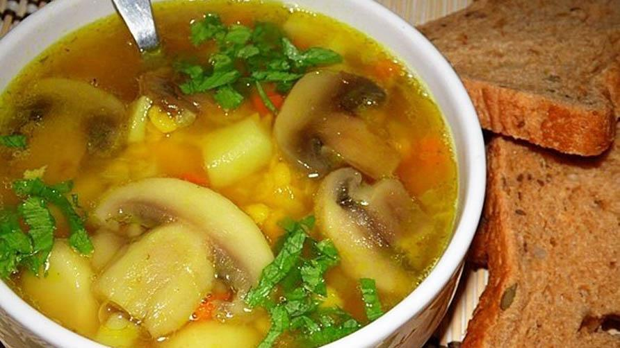 Грибной суп с курицей и горохом