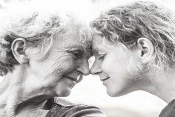 Никогда не обижайте свою маму, берегите и цените ее. Только она будет с вами и в горе, и в радости 1